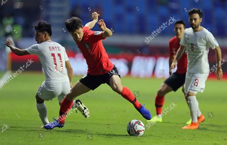 South Korea's midfielder Lee Jae-Sung, center, controls the ball during the AFC Asian Cup group C soccer match between South Korea and Philippines at Al Maktoum Stadium in Dubai, United Arab Emirates