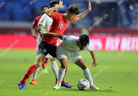 Philippines' defender Daisuke Sato shields th ball from South Korea's midfielder Lee Jae-Sung during the AFC Asian Cup group C soccer match between South Korea and Philippines at Al Maktoum Stadium in Dubai, United Arab Emirates