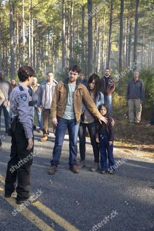 Patrick Fugit as Kyle Barnes, Kate Lyn Sheil as Allison Barnes and Madeleine McGraw as Amber Barnes