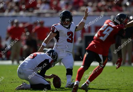 Atlanta Falcons' Matt Bryant (3) kicks a field goal against the Tampa Bay Buccaneers during the first half of an NFL football game, in Tampa, Fla