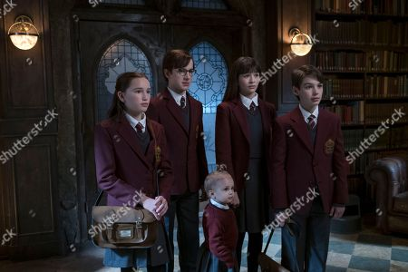 Avi Lake as Isadora Quagmire, Louis Hynes as Klaus Baudelaire, Presley Smith as Sunny Baudelaire, Malina Weissman as Violet Baudelaire and Dylan Kingwell as Quigley Quagmire