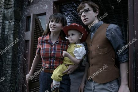 Malina Weissman as Violet Baudelaire, Presley Smith as Sunny Baudelaire and Louis Hynes as Klaus Baudelaire