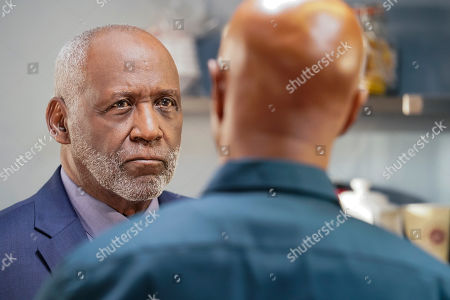 Richard Roundtree as Don Bennett and Damon Wayans as Roger Murtaugh