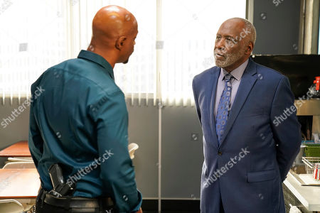 Damon Wayans as Roger Murtaugh and Richard Roundtree as Don Bennett