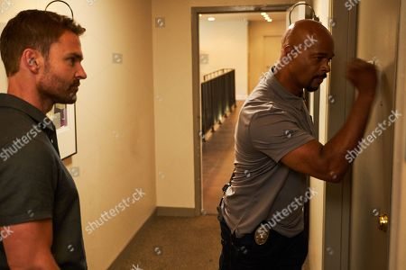 Stock Picture of Seann William Scott as Wesley Cole and Damon Wayans as Roger Murtaugh