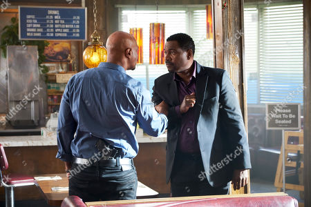 Damon Wayans as Roger Murtaugh and Mykelti Williamson as Tom Barnes
