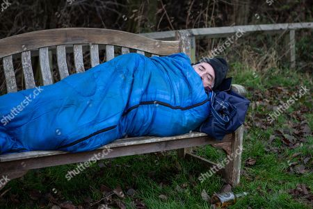 Ep 8375 Thursday 24th January 2019 - 1st Ep The morning after Bob Hope, as played by Tony Audenshaw, bedded down on a bench by the river.