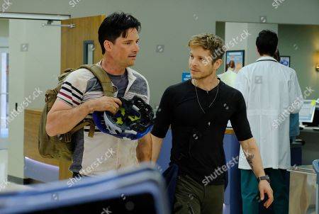 """THE RESIDENT:  L-R:  Guest star Warren Christie and  Matt Czuchry in the """"Comrades in Arms"""" episode of THE RESIDENT airing Monday, Jan. 29 (9:00-10:00 PM ET/PT) on FOX.  ©2017 Fox Broadcasting Co.  Cr:  Guy D'Alema/FOX"""
