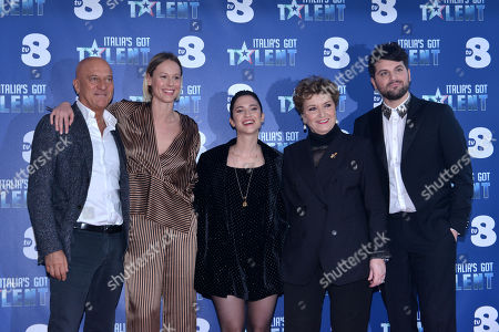 Claudio Bisio, Federica Pellegrini, Lodovica Comello, Mara Maionchi, Frank Matano