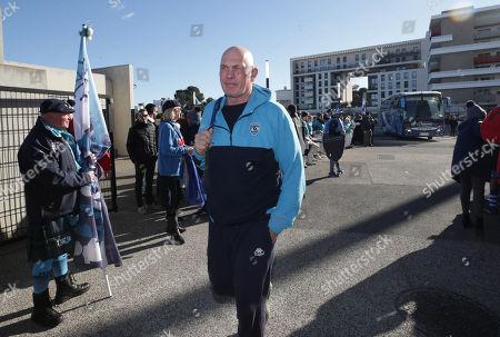 Montpellier vs Newcastle Falcons. Montpellier head coach Vern Cotter arrives