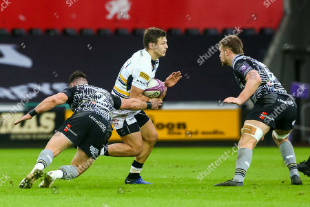 Ryan Mills of Worcester Warriors is tackled by Scott Baldwin of Ospreys