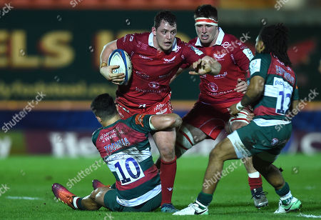 Ryan Elias of Scarlets is tackled by Matt Toomua of Leicester Tigers.