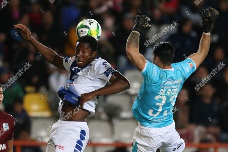 Oscar Murillo of Pachuca (L) in action against Gil Alcala of Queretaro (R) during the 2019 Clausura Tournament soccer match between Pachuca and Queretaro at the Hidalgo Stadium, in Pachuca, Mexico, 12 January 2019.