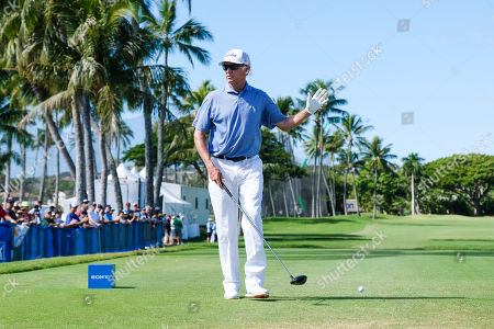Honolulu, Hawaii: Davis Love III waves to the crowd on the first tee during the third round of the Sony Open at Waialae Country Club in Honolulu, Hawaii