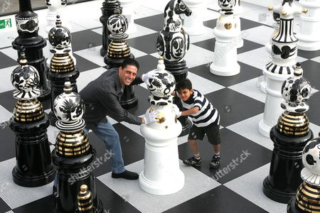 Eggheads star C J de Mooi with 9 year old Anish Ramakrishnan
