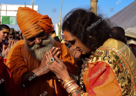 Kinner Akhara Mahamandaleshwar Laxmi Narayan Tripathi along with Juna Akhara Chief Hari Giri ji Maharaj after a meeting at Kumbh Region in Allahabad on 14-01-2019. (Photo by Prabhat Kumar Verma/Pacific Press) (Photo by Prabhat Kumar Verma/Pacific Press)//PACIFICPRESS_xyz00001664_000004/Credit:Prabhat Kumar Verma/SIPA/1901141749