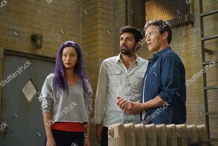 Jamie Chung as Clarice Fong/Blink, Sean Teale as Marcos Diaz/Eclipse and Stephen Moyer as Reed Strucker