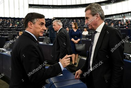 David McAllister (L), Member of Parliament from the EPP Group, speaks with German EU Commissioner for budget and human resources Guenther Oettinger (R), at the European Parliament in Strasbourg, France, 15 January 2019.
