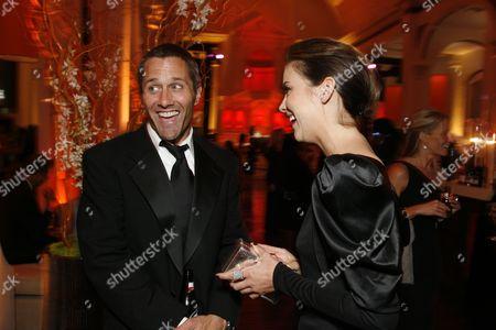 Rob Estes and Jessica Stroup