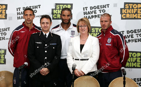 Rio Ferdinand Deputy Chief Commissioner Alfred Hitchcock David James And David Beckham Pictured With The Home Secretary Jacqui Smith At The Grove Hotel In Rickmansworth Herts. England Football Players Back The Government's Anti-knife Campaign.