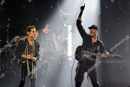 """Perry Farrell, Tom Morello. Singer Perry Farrell, left, performs with Audioslave guitarist Tom Morello during """"I Am The Highway: A Tribute to Chris Cornell"""" at The Forum, in Inglewood, Calif"""