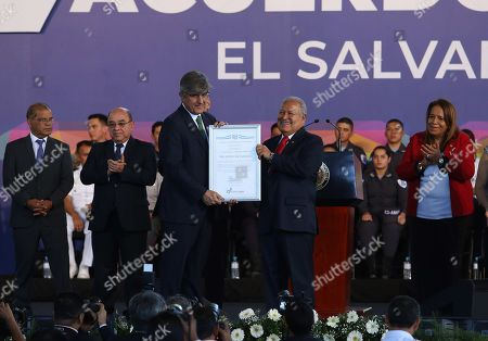 Ambassador of Spain in El Salvador Federico Torres Muro (C-L), receives recognition from Salvadoran President Salvador Sanchez Ceren (C-R) during the commemoration of the 27th anniversary of the signing of the Peace Accords in San Salvador, El Salvador, 16 January 2018. The Salvadoran Government commemorated the 27th anniversary of the signing of the Peace Accords in the castle of Chapultepec (Mexico) in 1992, which put an end to 12 years of civil war.
