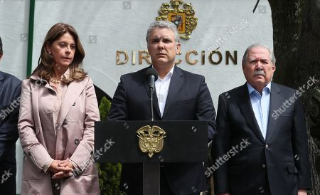 Colombian President Ivan Duque (C) speaks during a press conference accompanied by Colombian Vice President Marta Lucia Ramirez (L) and Colombia Minister of Defence Guillermo Botero (R) at the Escuela General Santander de la Policia (Santander General Police School) in Bogota, Colombia, on 17 January 2019. At least nine people were killed by the detonation of a car bomb in a parking lot of the Santander General School, in the south of the Colombian capital.