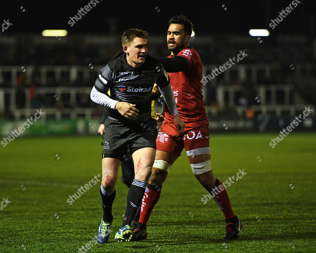Liam Messam of RC Toulon clashes with Toby Flood of Newcastle Falcons