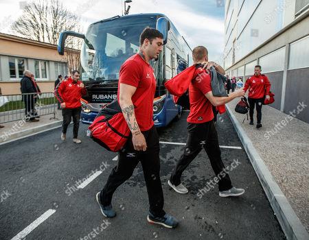 Castres Olympique vs Gloucester. Gloucester's Matt Banahan arrives
