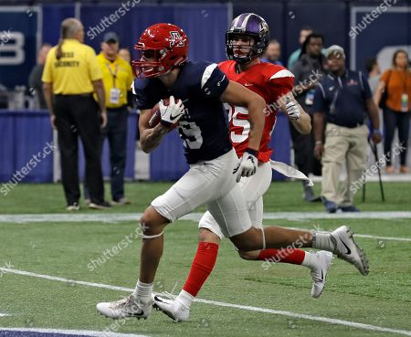 Shawn Poindexter, Chris Johnson. West wide receiver Shawn Poindexter (19), of Arizona, beats East safety Chris Johnson (25), of North Alabama, to the end zone for a touchdown during the second half of the East West Shrine football game, in St. Petersburg, Fla