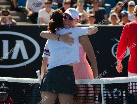 Lindsay Davenport, Li Na, Rennae Stubbs and Kim Clijsters play Legends Doubles