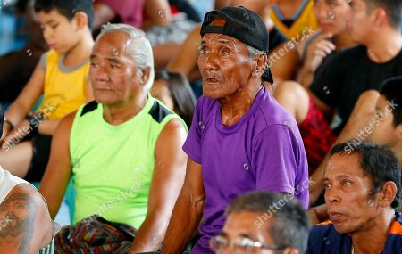 Stock Image of Fans watch the WBA Welterweight Championship boxing match between Filipino Manny Pacquiao and American Adrien Broner, in Manila, Philippines, which was beamed live via satellite from Las Vegas. Pacquiao retained the title via unanimous decision