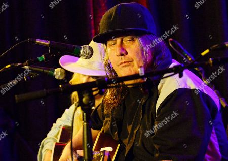 Stock Image of Elizabeth Cook, Kevn Kinney (Drinin N Cryin)