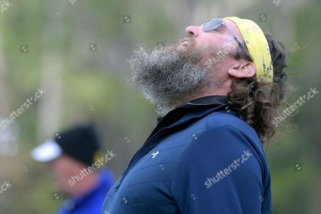 Entertainer Willie Robertson reacts after missing a putt on the 18th green during the final round of the Tournament of Champions LPGA golf tournament, in Lake Buena Vista, Fla