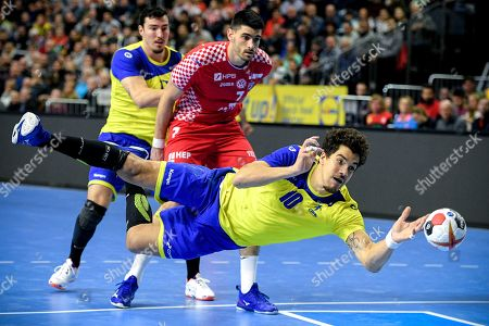 Jose Toledo of Brazil (front) in action during the main round group one match between Brazil and Croatia at the IHF Men's Handball World Championship in Cologne, Germany, 20 January 2019.