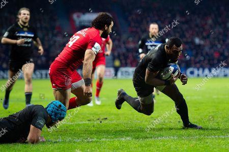 Semesa Rokoduguni of Bath Rugby scores a try in the second half