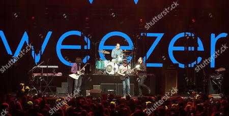 Rivers Cuomo, Matt Sharp, Brian Bell, Patrick Wilson, Mikey Welsh, Scott Shriner, Jason Cropper of Weezer
