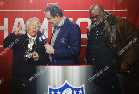 Former New England Patriots player Vince Wilfork, right, listens as New England Patriots owner Robert Kraft talks to Jim Nantz as he receives a championship trophy after the AFC Championship NFL football game against the Kansas City Chiefs, in Kansas City, Mo