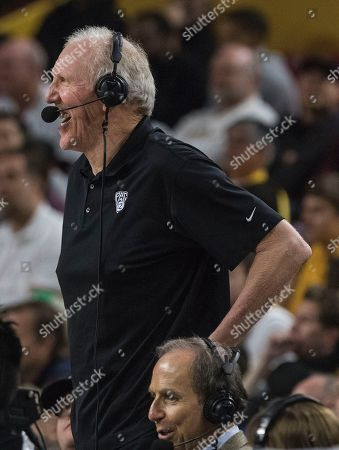 Hall of Famer Bill Walton and Pac-12 analyst watches game action between Arizona State and Oregon during the first half of an NCAA college basketball game, in Tempe, Ariz