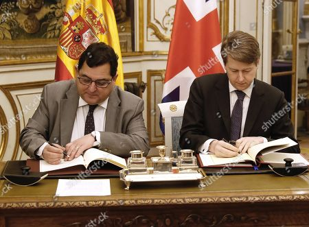 Spanish Secretary of State for European Union, Luis Marco Aguiriano (L) and Robin Walker, British Under Secretary of State at the Department for Exiting the European Union, sign the bilateral agreement to safeguard voting rights in local elections for their citizens residing in the other country, in Madrid, Spain, 21 January 2019.