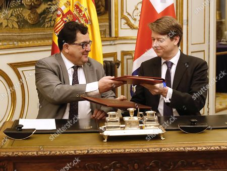 Spanish Secretary of State for European Union, Luis Marco Aguiriano (L) exchanges documents with Robin Walker, British Under Secretary of State at the Department for Exiting the European Union, during the signing ceremony of the bilateral agreement to safeguard voting rights in local elections for their citizens residing in the other country, in Madrid, Spain, 21 January 2019.