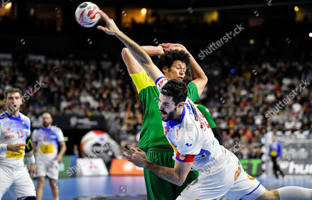 Spain's Raul Entrerrios Rodriguez, in front and Brazil's Jose Toledo challenge during the Handball World Championship Main Round Group 1 match between Spain and Brazil in Cologne, Germany