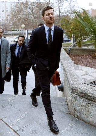 Former Real Madrid midfielder Xabi Alonso (R) arrives to a court in Madrid, Spain, 22 January 2019. Alonso is accused of three tax offenses.