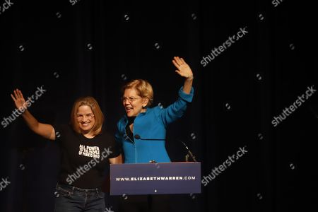 US democrat senator Elizabeth Warren (R) and San Juan's Mayoress Carmen Yulin Cruz (L) greet the audience before a conference on Puerto Rico and its recovery at the Alejandro Tapia Theater, in San Juan, Puerto Rico, 22 January 2019.