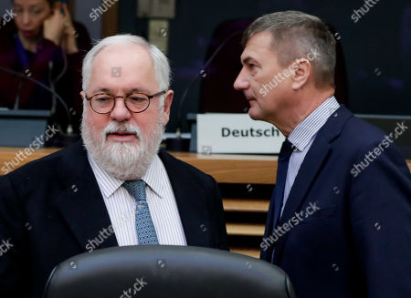 European Commissioner for climate action and energy Miguel Arias Canete (L) and European Commissioner for Digital Single Market Andrus Ansip during the weekly college meeting of the European commission in Brussels, Belgium, 23 January 2019.