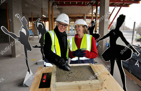 Stock Photo of Dame Darcey Bussell, President of the Royal Academy of Dance, joined Luke Rittner, Chief Executive of the Royal Academy of Dance at a topping out ceremony to mark the first milestone in the construction of the new Royal Academy of Dance headquarters at Avanton: Battersea.