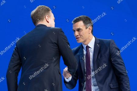 Pedro Sanchez (R), the Prime Minister of Spain, and Borge Brende (L), the President of the Managing Board of WEF, shake hands prior a plenary session in the Congress Hall during the 49th annual meeting of the World Economic Forum (WEF), in Davos, Switzerland, 23 January 2019. The meeting brings together entrepreneurs, scientists, corporate and political leaders in Davos under the topic 'Globalization 4.0' from 22 to 25 January 2019.