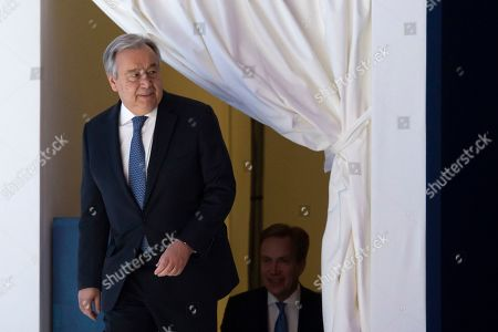 Antonio Guterres, Secretary-General of the United Nations (L) arrives with Borge Brende, President of the Managing Board of WEF, for  a plenary session at the 49th annual meeting of the World Economic Forum, WEF, in Davos, Switzerland, 24 January 2019. The meeting brings together entrepreneurs, scientists, corporate and political leaders in Davos under the topic 'Globalization 4.0' from 22 - 25 January 2019.