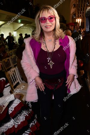 Amanda Lear in the front row