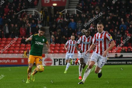 Darren Fletcher (24) of Stoke City on the attack during the game